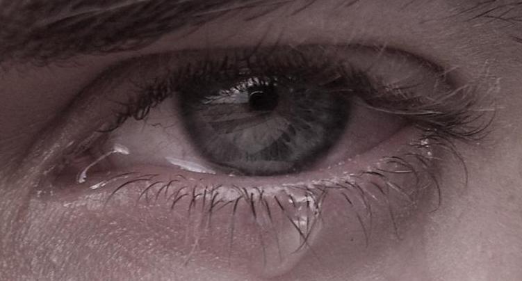 eyewithtear-zoom2